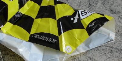 Gros plan d'une fixation sur un parachute Estes
